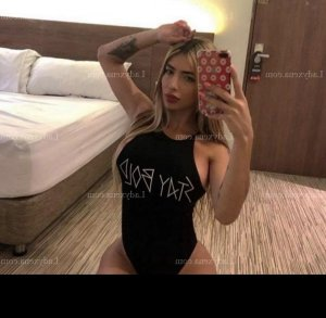 Jeromine lovesita escorte girl massage érotique à Vernouillet 78
