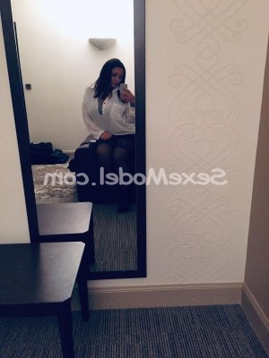 Hyana massage escorte